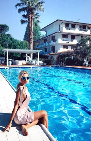California park hotel prices reviews forte dei marmi - Hotels in lucca italy with swimming pool ...