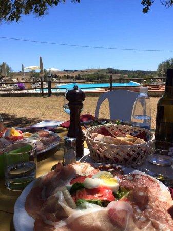 Castellina Marittima, İtalya: Aperitivo a buffet