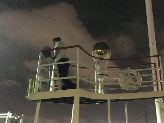 Steamboat Natchez: supervisión de la operación de atraque