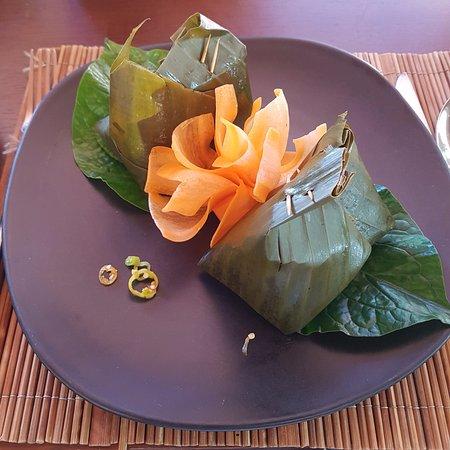 3 Nagas Restaurant: Steamed fish in banana leaf