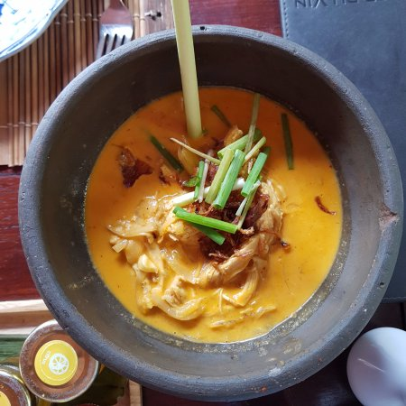 3 Nagas Restaurant: Chicken in red coconut curry