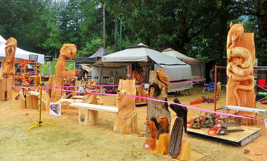 Chainsaw carving competition picture of art walk hope