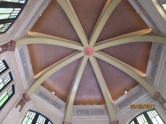 Vista House : ceiling
