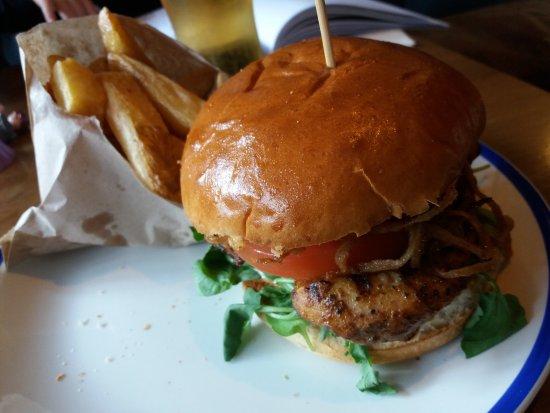 นาวัน, ไอร์แลนด์: Hamburguesa de pollo.