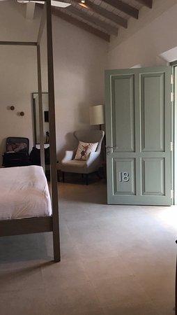 Fort Bazaar, room 18