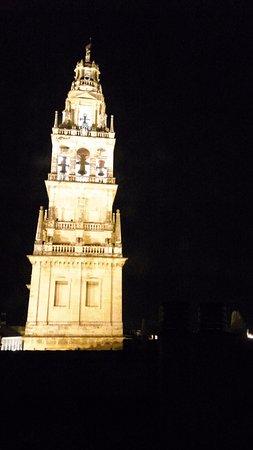 Eurostars Maimonides: Torre de la Catedral de iluminada