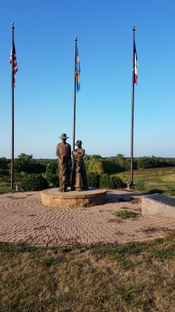 Blakesburg, IA: Monument
