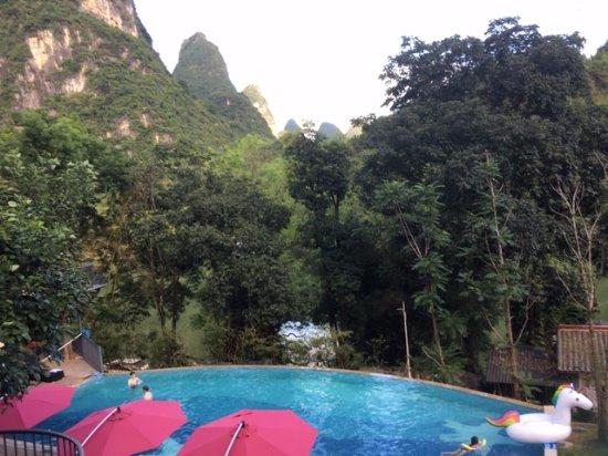 Li River Resort: Pool with Amazing view