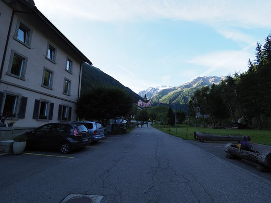 Trient, Switzerland: View outside the hotel