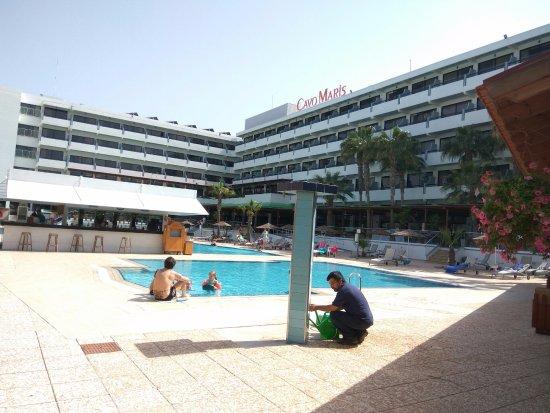 Cavo Maris Beach Hotel: детский бассейн и сам отель
