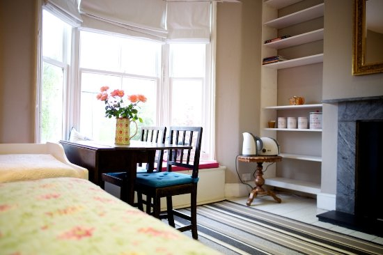 Orchard Bed and Breakfast In Lewes: Again the blossom room