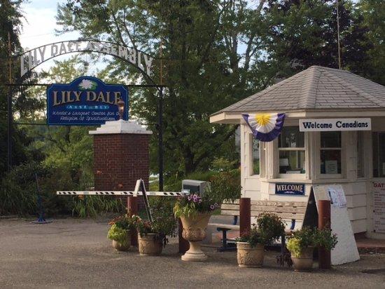 Lily Dale entrance