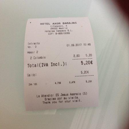 Axor Barajas Hotel: Dos cafés con leche, más bien pequeños