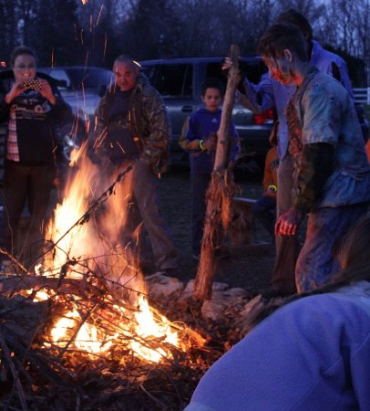 Spring Hill, Теннесси: Warm up by the Bonfire.