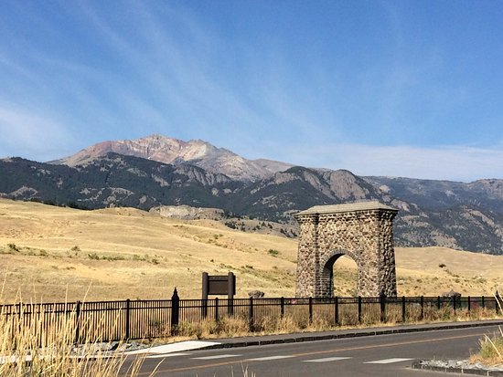Best Western By Mammoth Hot Springs : entrance to Yellowstone, 2 min drive from the hotel