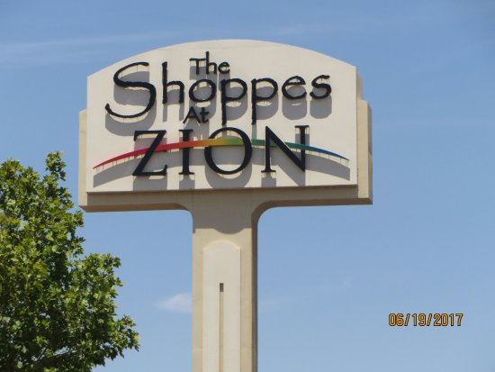 The Outlets at Zion: The Sign is inviting you to Shop here