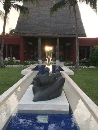 Zoetry Paraiso de La Bonita: From pool to main bldg/lobby