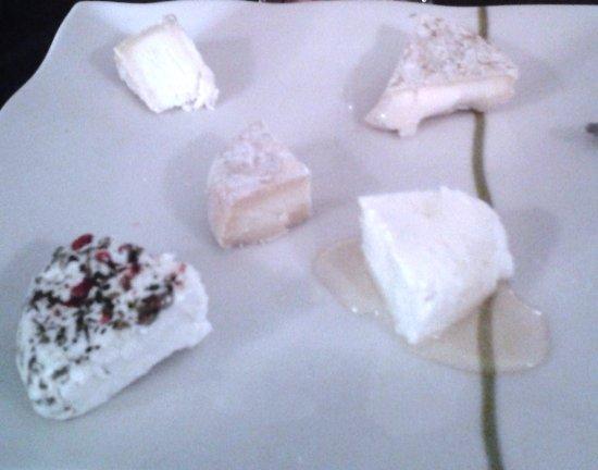L'eau à La Bouche : Assiette de fromages de chèvre locaux