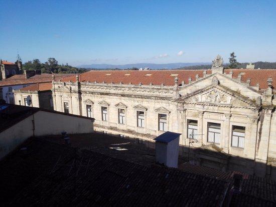 Hospederia San Martin Pinario: Vista dalla camera (affaccio dalle parti dell'ufficio del pellegrino)