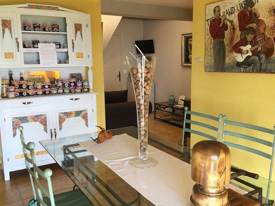 Monflanquin, Francja: salle petits déjeuners