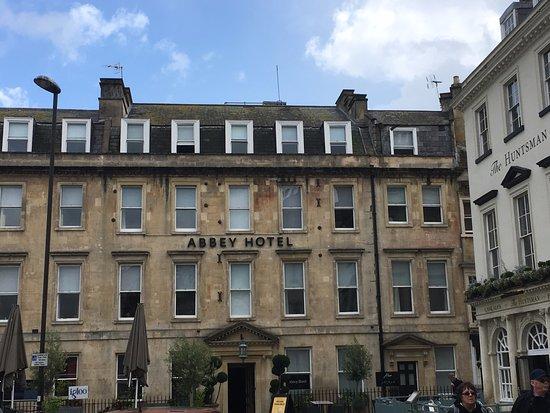 The Abbey Hotel : 酒店本身也是歷史建築, 外形雖古舊但內部打掃乾淨,實而不華.