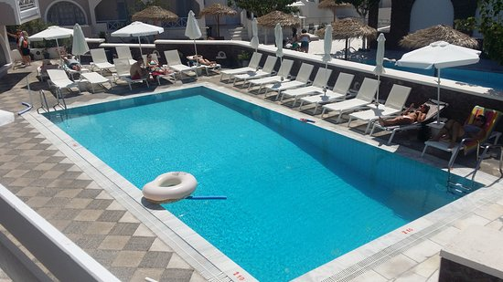 Fomithea Hotel : Pool by the hotel