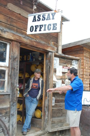 Central City, Kolorado: Assay Office and tour guide.