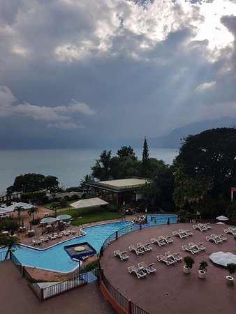 Este y otros atardeceres podrán disfrutarlos en Porta Hotel del Lago <3