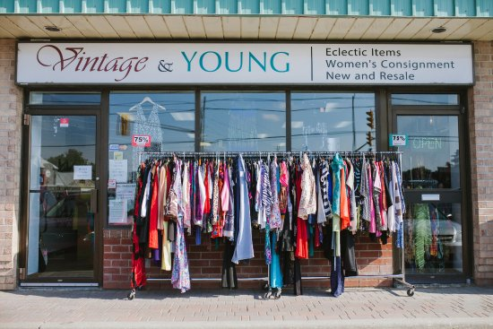 Port Perry, Kanada: Store front of Vintage & Young