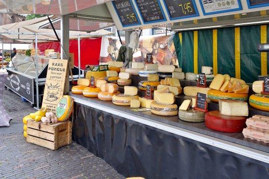 Woerden, Ολλανδία: Verkaufsstand auf dem wöchentlichen Käsemarkt