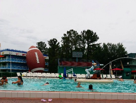 Goofy swimming pool picture of disney 39 s all star sports for Quick pool obi