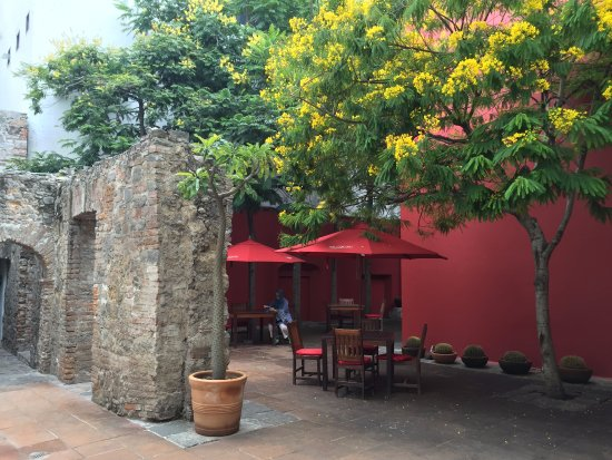 Casareyna Hotel: courtyard