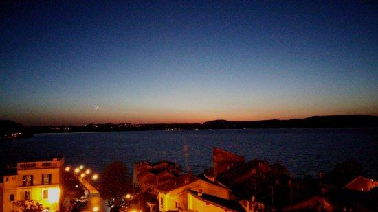 Vista nottura sul lago, dalla terrazza - Foto di Ristorante La ...