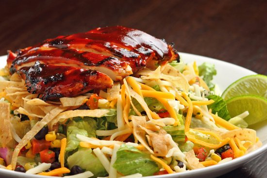 Crystal Lake, Ιλινόις: bbq chicken salad with cilantro lime ranch dressing