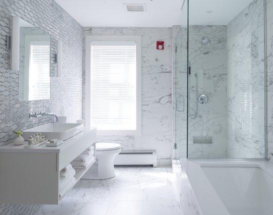 Lenox, MA : The Aster Bathroom