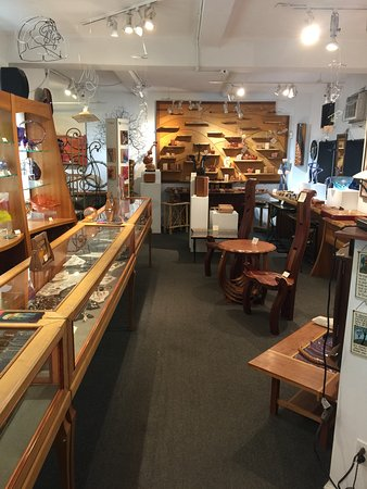 An American Craftsman : Gallery view