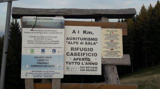 Agriturismo Alpe di Sala: Cartelli insegne varie