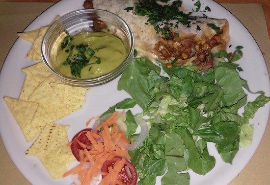 La Cantinita: insalata di tacos con salsa guacamole