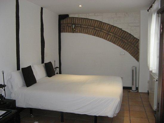 Lesaka, Spain: Chambre avec grand lit .