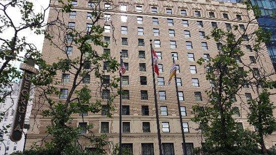 Rosewood Hotel Georgia: Exterior of hotel