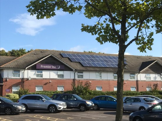 Premier Inn Bristol South Hotel: Solar panels on Premier Inn roof