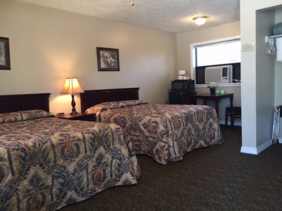 Yellville, AR: Double Room with two Double Beds Microwave, mini fridge, coffee pot
