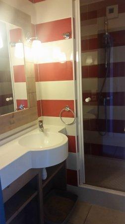 Pierre & Vacances Résidence Premium Le Coteau et la Mer : salle de bain 1