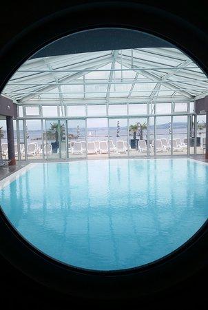 Pierre & Vacances Résidence Premium Le Coteau et la Mer : piscine