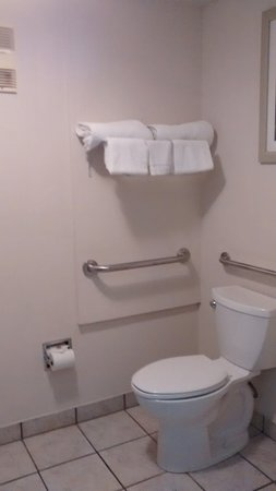 Okanogan, WA: sanitário adaptado para deficientes