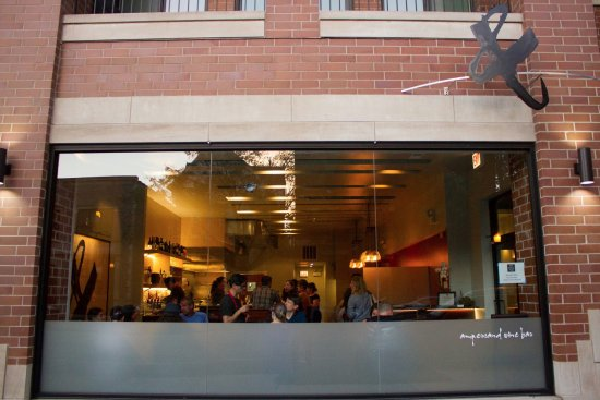 Ampersand wine bar restaurant 4845 n damen ave in for Ampersand chicago