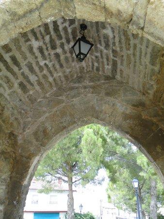 Puerta de Santa Maria de la Cabeza: Almonacid de Zorita, Puerta de Santa María.