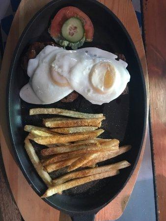 Machadodorp, Sudáfrica: Steak egg and chips.