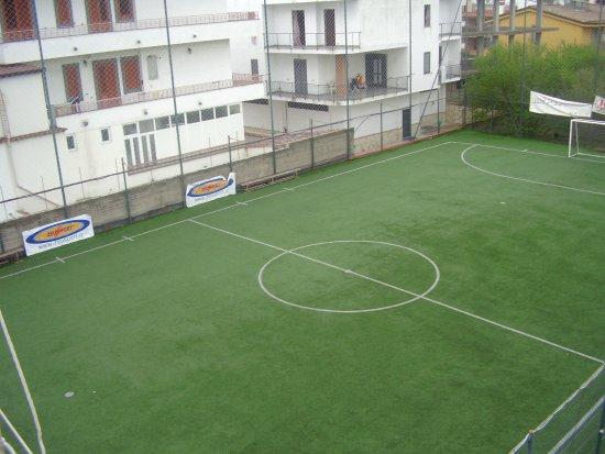 Terzigno, Italia: Campo da calcio a 5 in erbetta sintetica di ultima generazione