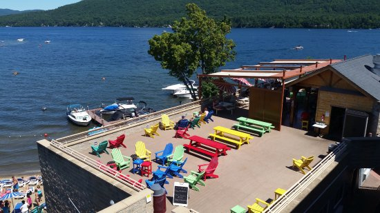 The Rooftop Cabana Bar: Lakeside Lunch & Dinner